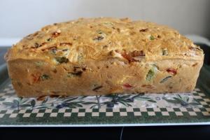 cake salé, cake au thon, cake facile, recette cake, cake poivrons, cake feta