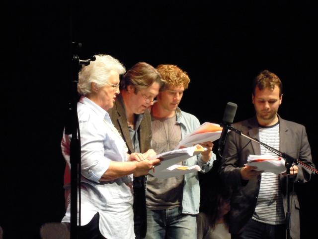 De gauche à droite: Stephanie Cole, Roger Allam, Benedict Cumberbatch et John Finnemore