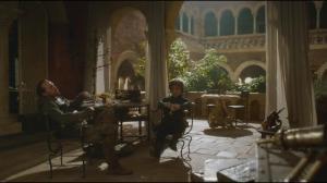 Parfois, Tyrion aimait se retrouver avec Bronn autour d'un verre de vin pour parler du dernier épisode de Gossip girl