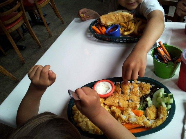 les assiettes des enfants: miam!
