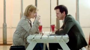 Moriarty aime prendre un verre avec une inconnue avant de détruire Sherlock