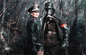 Du côté des méchant nazi on la joue cuir flippant au cas où on aurait oublié qui sont les méchants!
